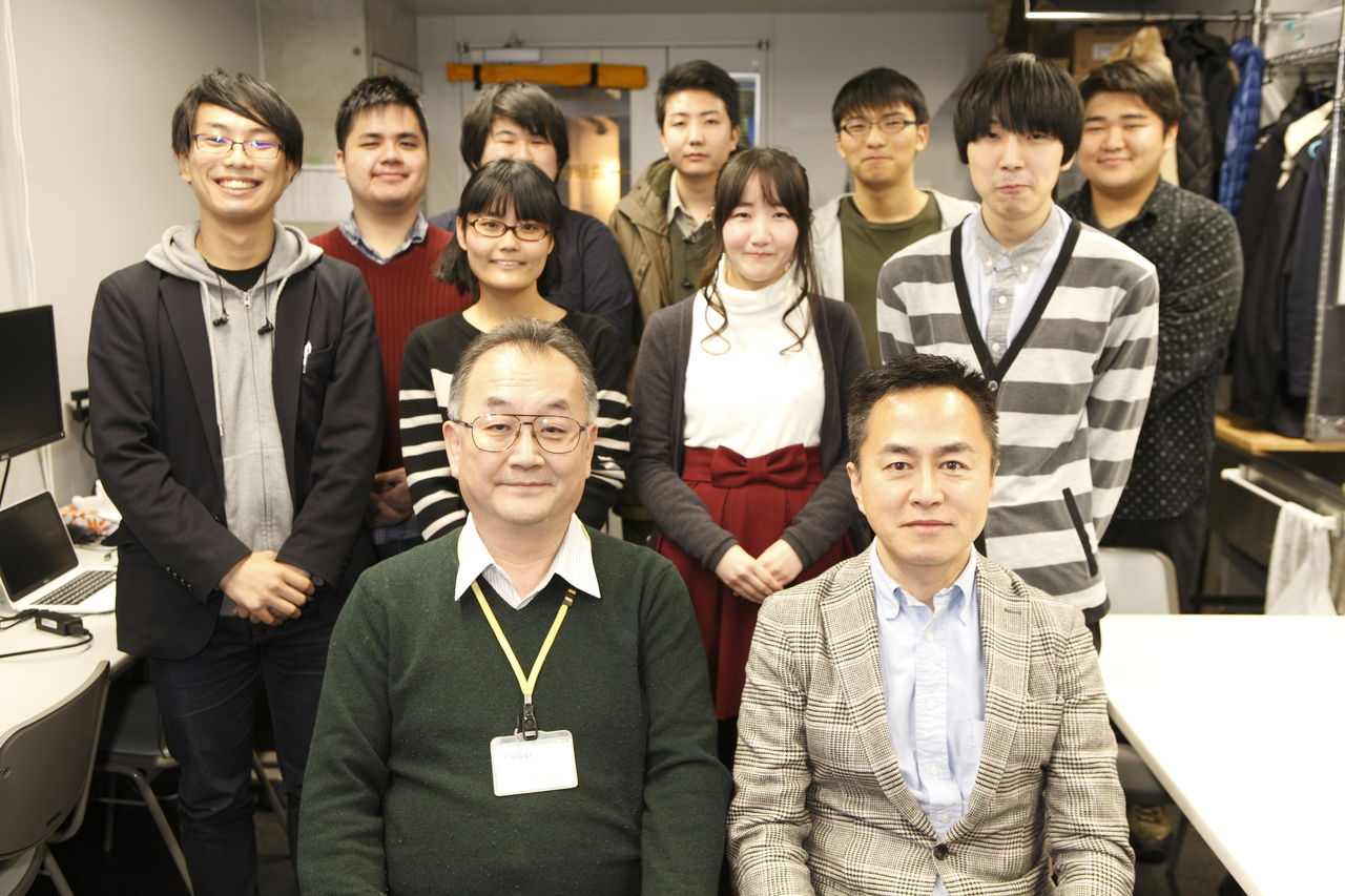 遠藤先生と同クラスの生徒さんと記念写真