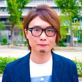 DESKWORKS_FujiiTom_Quad 藤井トムさんプロフィール写真 small