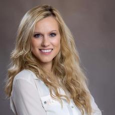 Lauren Witzke 01