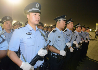 Chinese aemed cops 4