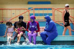 Muslim swiming in Swiss