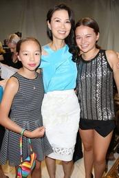Wendi Deng & Daughters 1