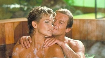 007 Roger Moore 1