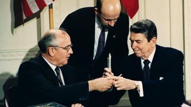 Mikhail Gorbachev & Reagan 1