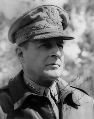 Douglus MacArthur 1