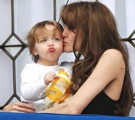 Angelina Jolie & Knox 2