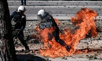 Refugees in Greece firebombs
