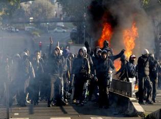 France car burning 2