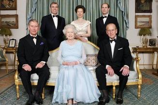 Queen Elizabeth 32