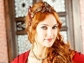 Turkish Actress Meryem Uzerli 3