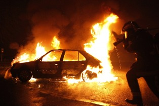 Migrants riot car burning 1
