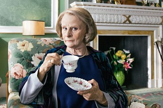 Tracey Ullman as Maggie Smith 02