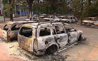 Migrants riot car 5