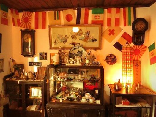 万国旗のあるカフェー (7)