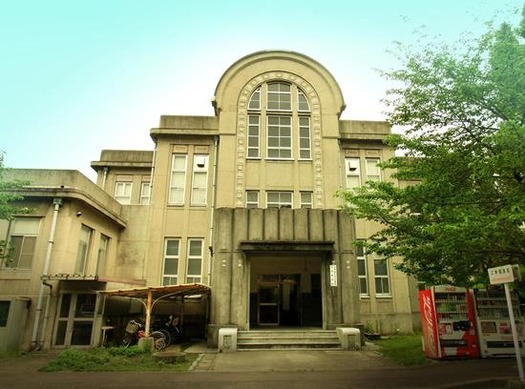 九州大学箱崎キャンパス_附属図書館付設記録資料館書庫_外観1 (1)