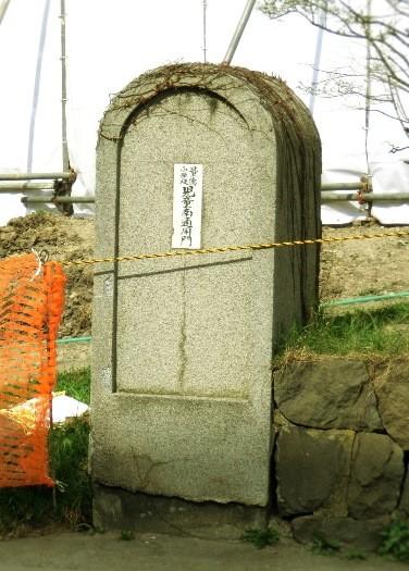 小樽市若松_量徳小学校の古い門柱