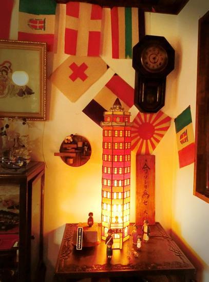 万国旗のあるカフェー (6)