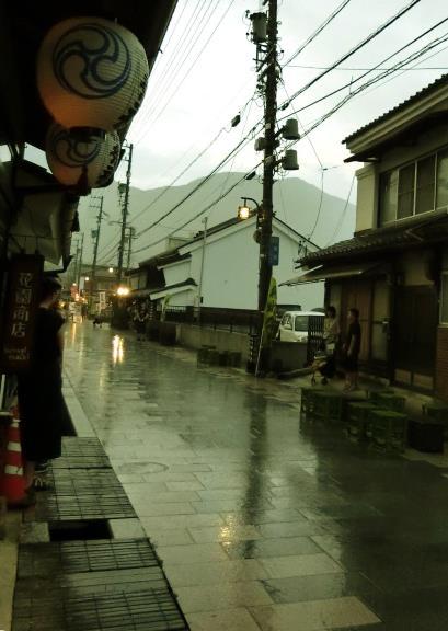 花園商店柳町店_柳町夏祭り_201708雨 (3)