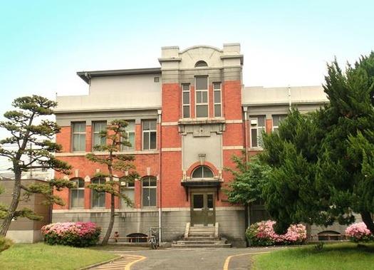 九州大学箱崎キャンパス_本部第一庁舎 (1)