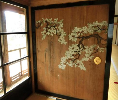 日光田母沢御用邸記念公園_襖絵_桜に滝 (3)