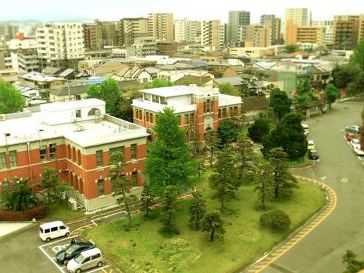 九州大学箱崎キャンパス_旧工学部本館_屋上より_本部第一庁舎 (1)