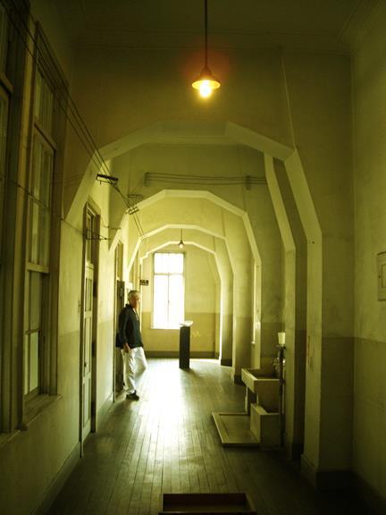 中京区備前島町_立誠小学校_階段と廊下 (3)
