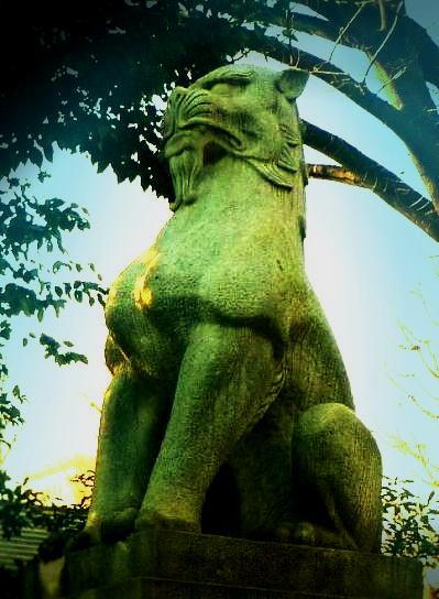 靖国神社の狛犬 (2)
