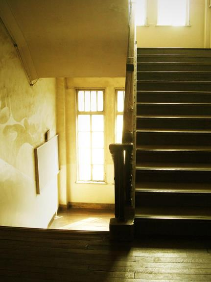 中京区備前島町_立誠小学校_階段と廊下 (8)