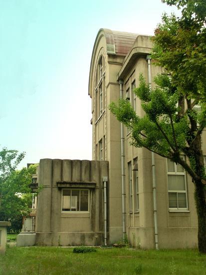 九州大学箱崎キャンパス_附属図書館付設記録資料館書庫_外観1 (2)