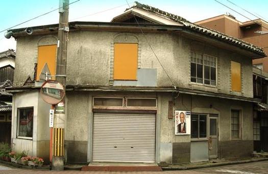 愛媛県大洲市_長浜商店街のモダンな建物 (4)