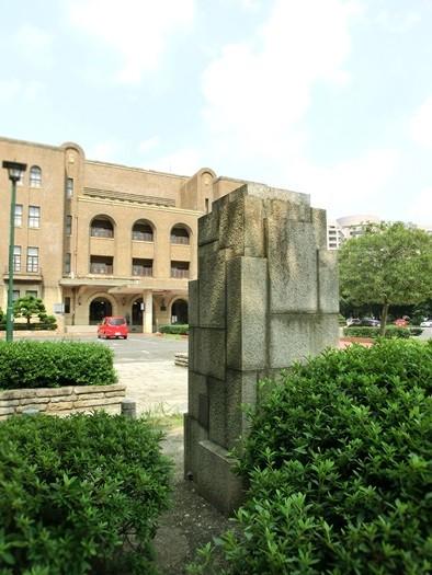 20140902鶴舞公園_公会堂門柱 (1)
