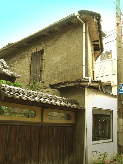 愛媛県大洲市_長浜商店街のモダンな建物 (3)
