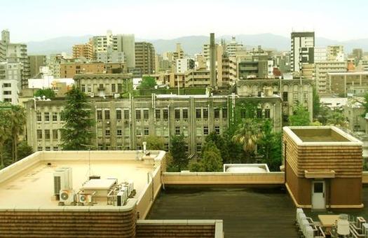 九州大学箱崎キャンパス_旧工学部本館_屋上より_旧法文学部本館