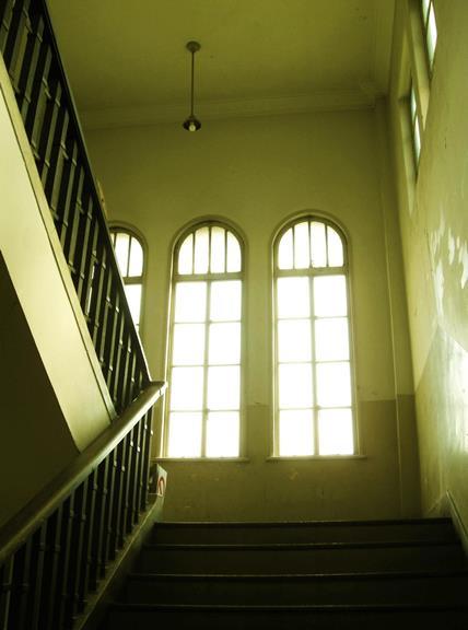 中京区備前島町_立誠小学校_階段と廊下 (2)