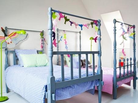 playful-shared-kids-bedroom-554x415