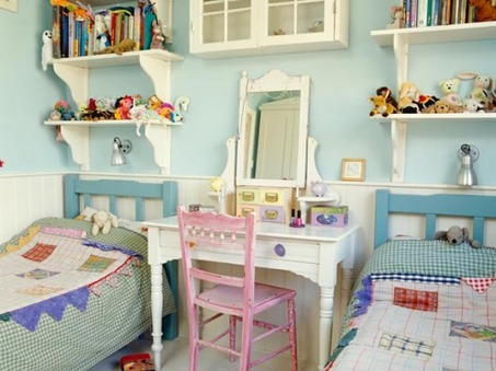 charming-country-style-kids-room-for-two-554x415