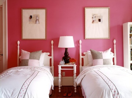 magenta-bedroom-for-two-girls-554x415