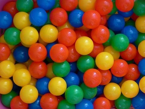 plastic-balls-456608_1280