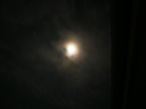9スーパームーン1(夜景モード)