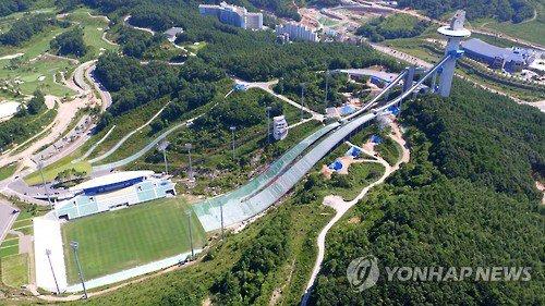 ◆アジア◆韓国のスキージャンプ台付きスタジアム、Kリーグのチームがホームスタジアムにしててワロタwww