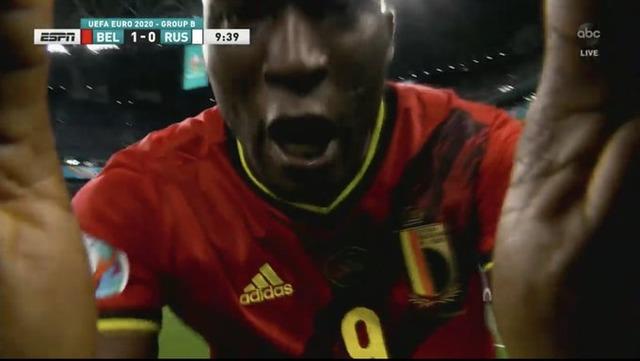 ◆イイハナシダナー◆ベルギー代表ロメウ・ルカク、ゴール決めカメラに向かい試合中倒れたエリクセンにメッセージ「Cris,I Love You!」