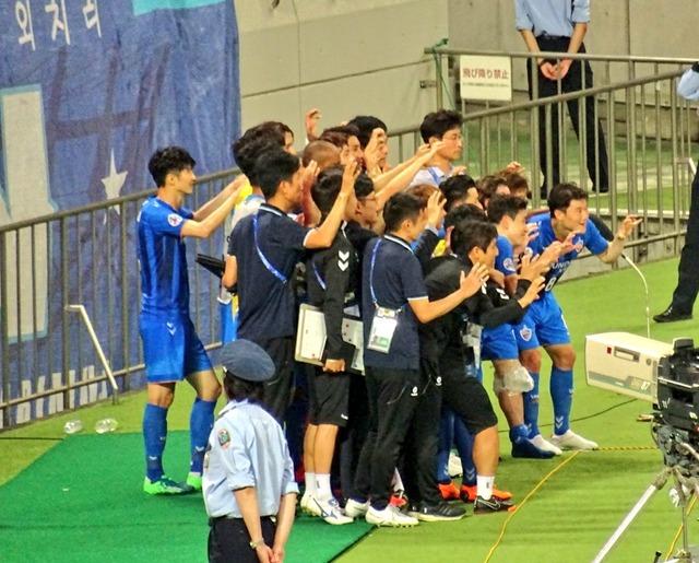 ◆画像◆1戦目埼スタで勝って大はしゃぎの蔚山(韓国)の皆さんを御覧ください(´・ω・`)