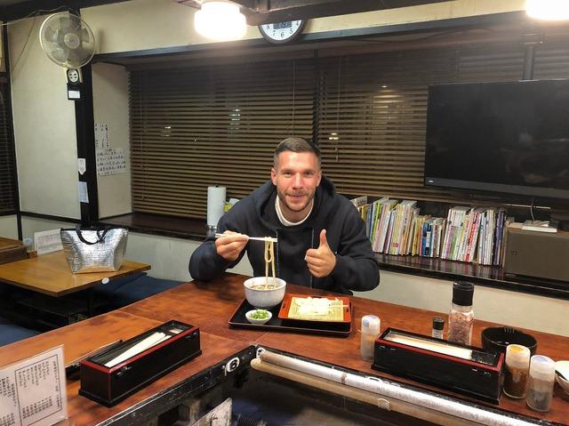 ◆朗報◆ルーカス・ポドルスキさん、京都のうどん屋に出没!