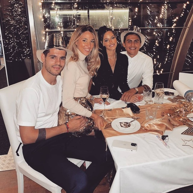 ◆画像◆ユーベのディバラ夫妻とモラタ夫妻、4人でNewYearディナーに行った結果w