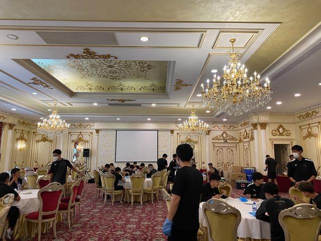 ◆ACL◆ウズベク組の川崎とG大阪は豪華会場でビュッフェ、タイ組の名古屋は部屋で寂しく弁当…お食事風景に格差がありすぎる件