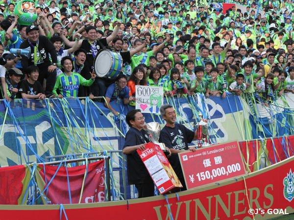 ◆ルヴァン杯◆湘南ベルマーレサポが(ベスメン規定違反罰金の)600万円返して♡ゲーフラ掲げててワロタwww