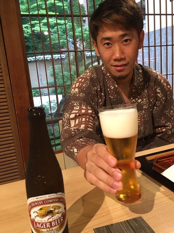 ◆画像◆香川真司さん湯上がりにビールを一杯!スポンサーの宣伝も忘れず(´・ω・`)