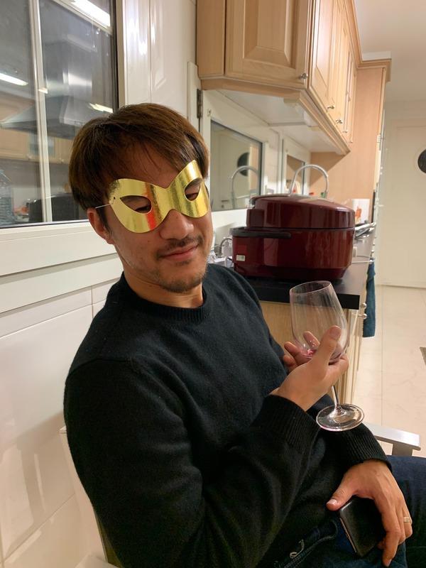 ◆画像◆岡崎慎司さん、仮面つけてワイングラスを傾けるwww