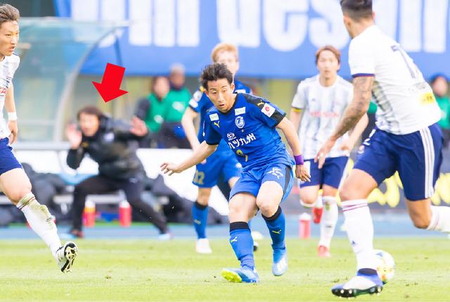 ◆J小ネタ◆大分トリニータ指揮官片野坂が試合中に武藤敬司していると話題に!