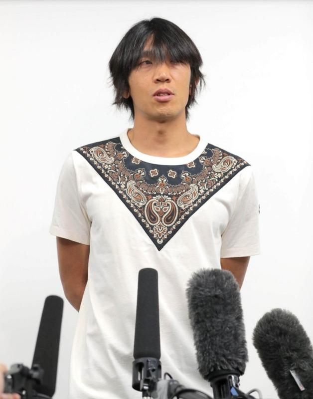 ◆画像◆横浜FC移籍記者会見の中村俊輔のTシャツの柄がものすごくファッショナブルだと話題に!
